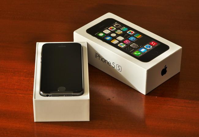 """Proč nekupovat """"rozbalený"""" iPhone za nižší cenu?"""